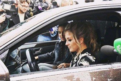 Бузова подарила победительнице конкурса подержанный и битый автомобиль